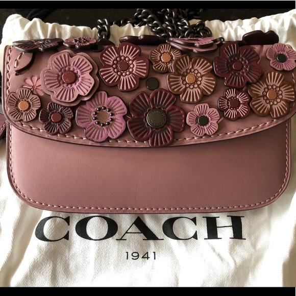 Embellished Flower Clutch w  Chain
